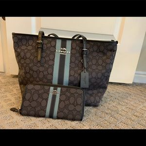 BNWT signature Coach tote and matching wallet